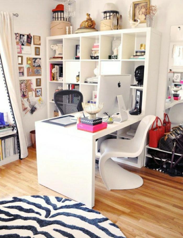Arbeitszimmer-büromöbel-schreibtisch-weiß-Stühle-interessantes-Design-Regale-schöne-Gardinen