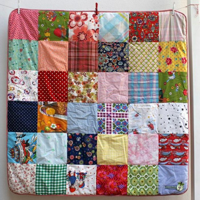 Baby-Bett-Patchwork-Decke-bunt-lustiges-Muster