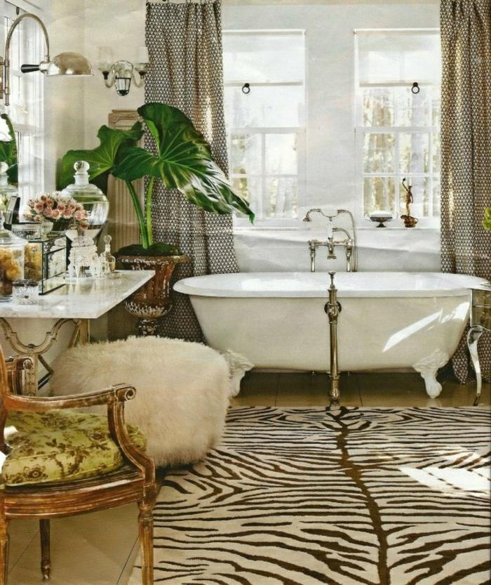 Badewanne-mit-weiß-Bad-Teppich-und-Tier