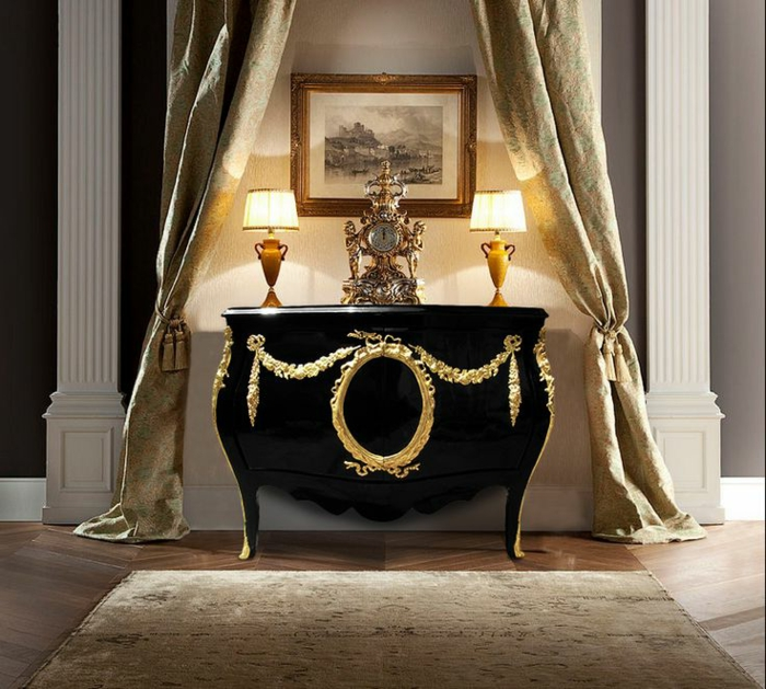 Barock-möbel-schwarze-Kommode-goldene-Ornamente-italienisches-Design-Gardinen