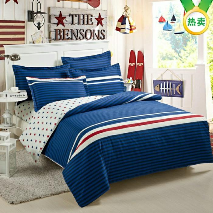Tagesdecke-Kinderzimmer-blau-Streifen-Sterne-Jugendzimmer