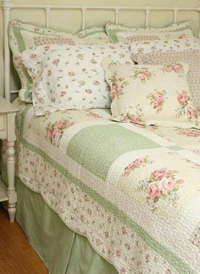 Bettüberwurf-shabby-chic-Stil-romantisch-grün-Blumen