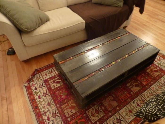 Couchtisch-aus-Holz-aus-pallete-dunkel