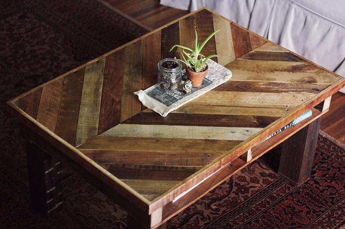 Couchtisch-aus-Holz-handgefertigt