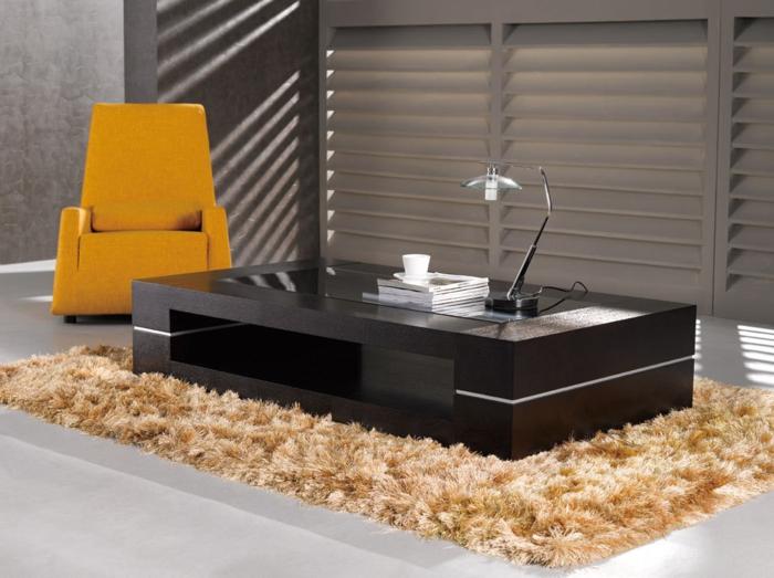 Couchtisch-aus-Holz-ultra-modern