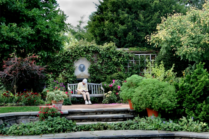 Garten-Park-breit-räumlich-Büsche-Blumen-herrlich-englisch-britisch
