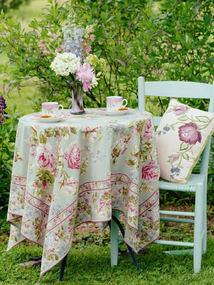 Garten-Tisch-Stuhl-Tischdecke-leinen-shabby-chic-Stil-Teetassen-Porzellan-Kissen-Blumen