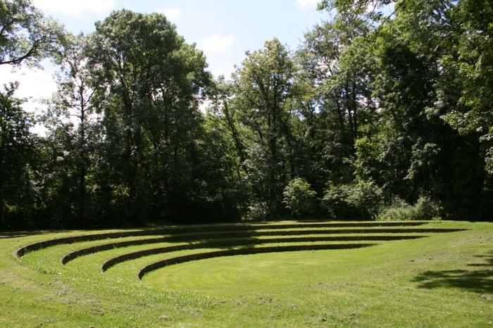 Garten-englisch-britisch-Amphitheater-Gras-räumlich