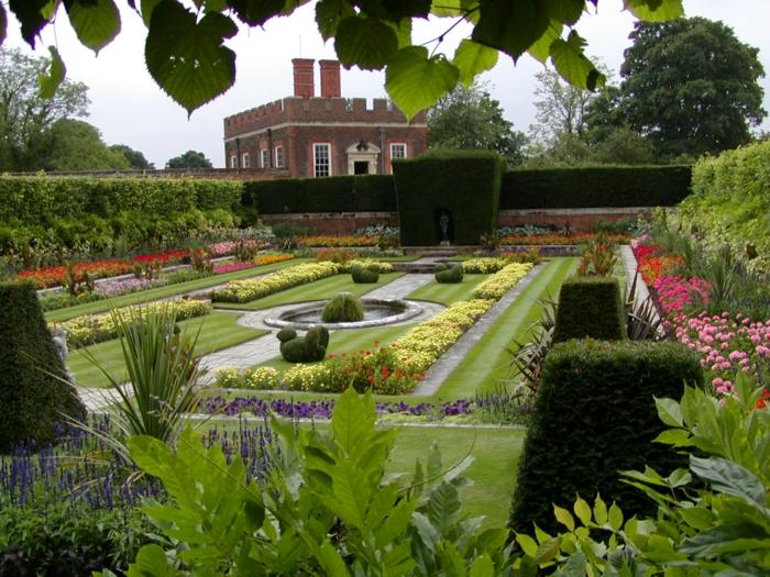 Garten-englisches-Design-Alleen-Blumen-geordnet-aristokratisch-traditionell