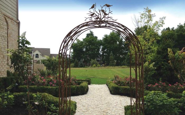 Garten-englisches-Modell-Bogen-Vögel-Dekoration-gut-gepflegt