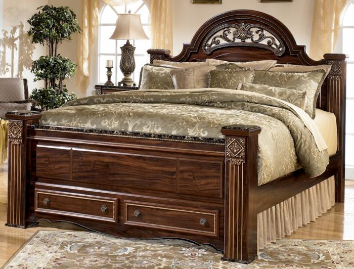 Großes-Bett-antik