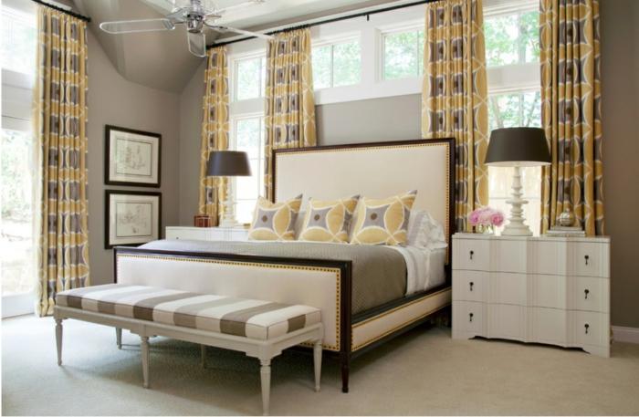 Großes-Bett-erkerfenster-gardine-deckenventilator-glas