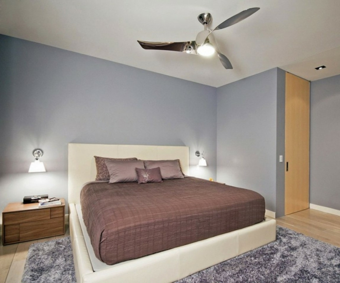 Großes-Bett-gepolstert-weicher-teppich