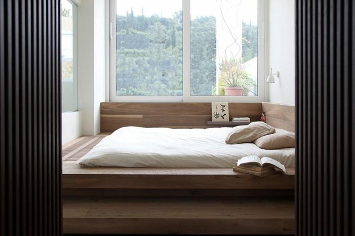 Großes-Bett-kleines-helles-schlafzimmer