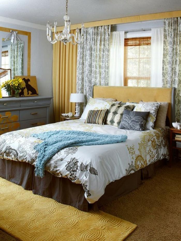 Großes-Bett-kronleuchter