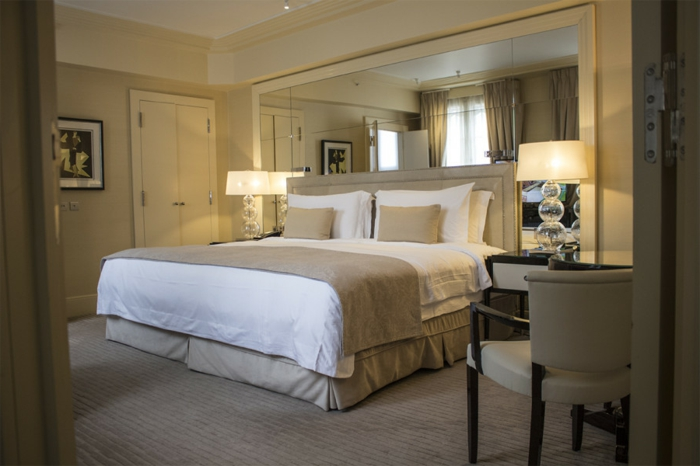 Spiegelwand Schlafzimmer | Ein Grosses Bett Fur Jedes Schlafzimmer Archzine Net