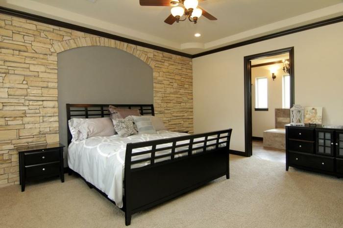 Großes-Bett-schwarze-möbel
