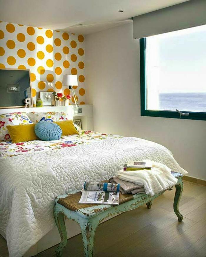 Großes Bett für kleines Schlafzimmer vintage
