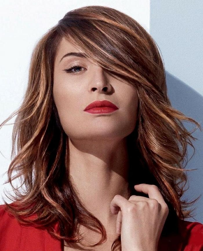 Herbst-frisuren-roter-lippenstift
