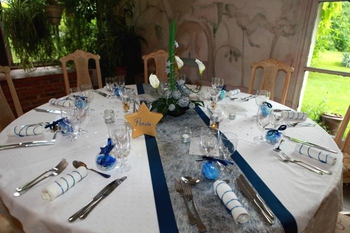 Hochzeit Tischdekoration runder Tisch blaue Tischläufer