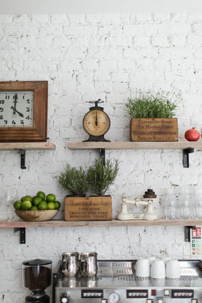 Küche-alte-Wanduhren-rustikale-Elemente