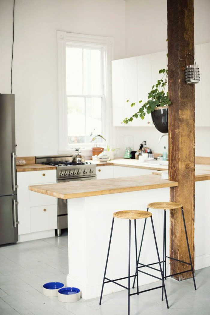 Küche-rustikale-Elemente-Bar-Hocker