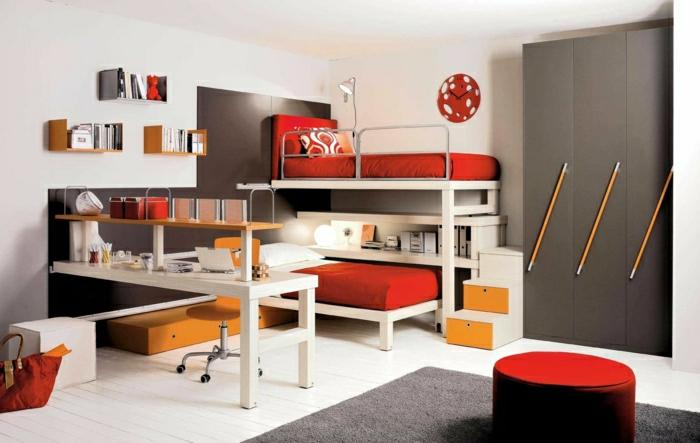 Kinderzimmer-Hochbett-rote-orange-Einrichtung-schreibtisch-weiß-orange-Stuhl-Rollen-Regale