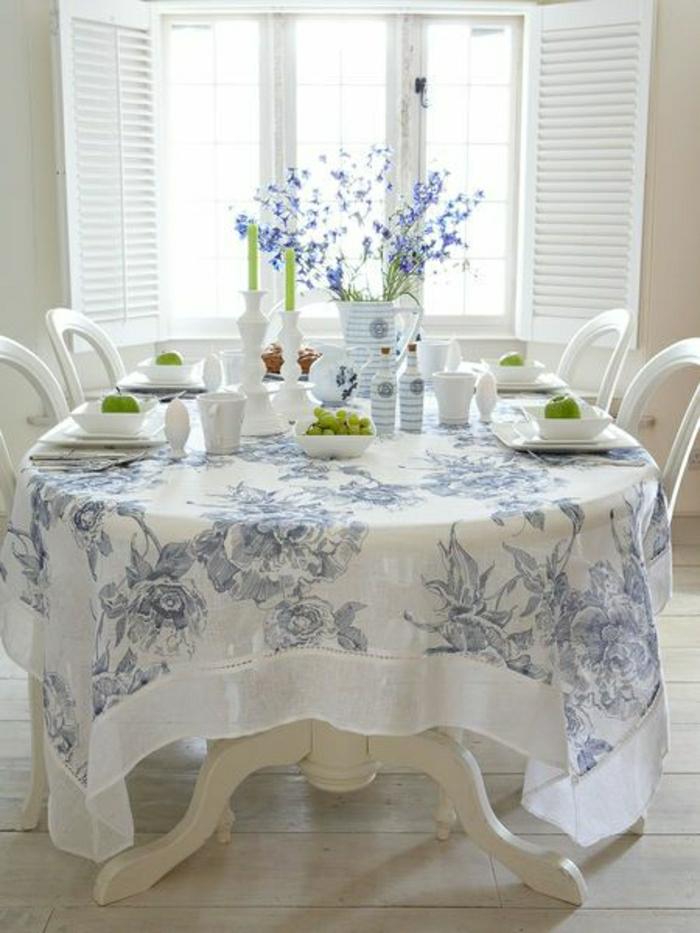 Leinen-Tischdecke-Lavendel-Tischdeko-Trauben-Äpfel-grüne-Kerzen