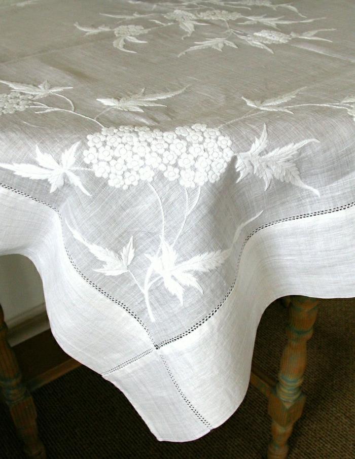 Leinen-Tischdecke-weiß-Stickerei-Blumen-elegant