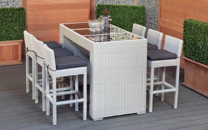 Möbel-aus-Polyrattan-balkon-stühle