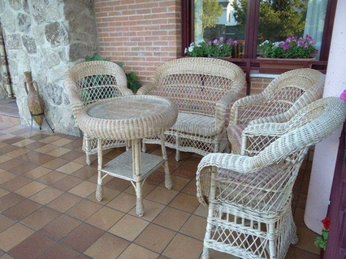 Möbel-aus-Polyrattan-garten-exterieur