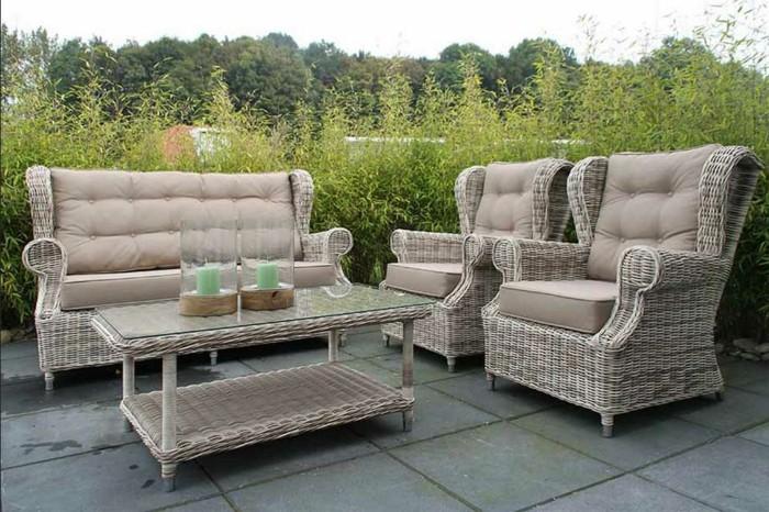 Möbel-aus-Polyrattan-komplette-set-mit-zwei-sessel-couch-und-couchtisch-gasplatte-für-landhaus-gartenmöbel-design