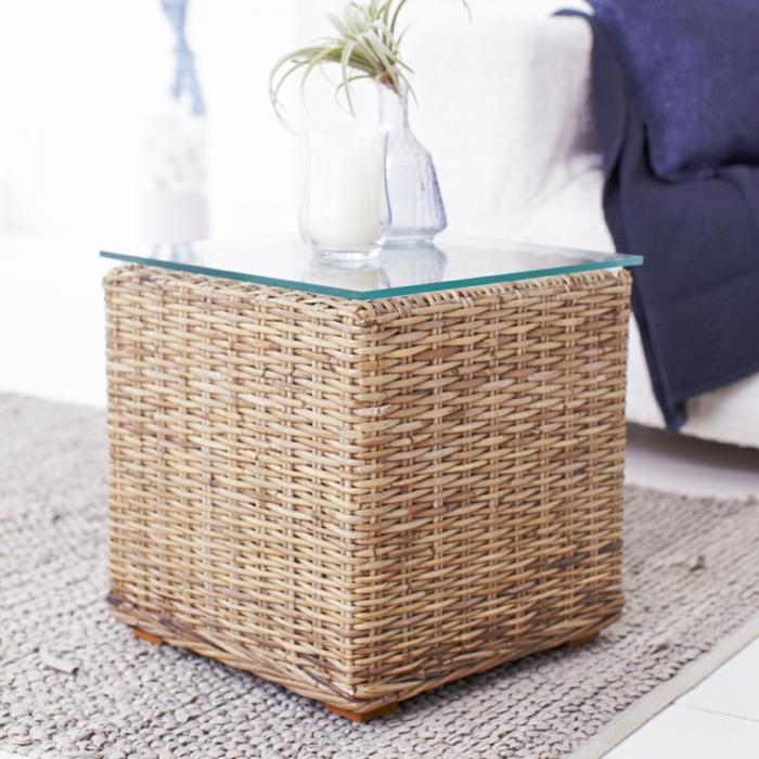 Möbel-aus-Polyrattan-tisch-deko