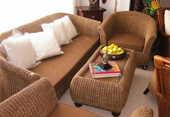 Möbel-aus-Polyrattan-wohnzimmer-kaffeetisch-aus-Ratten