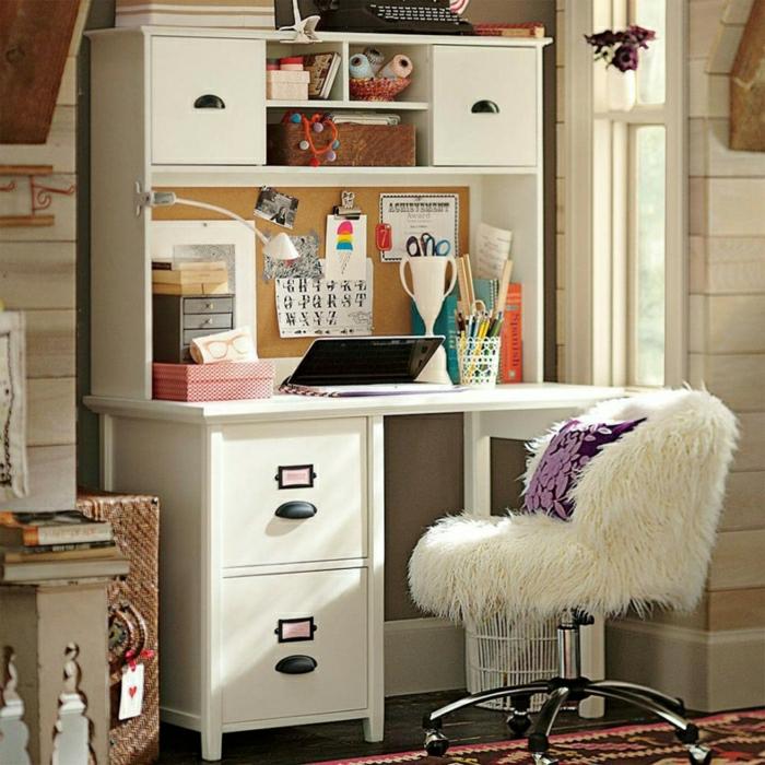 Schlafzimmer-Arbeitsecke-schreibtisch-weiß-Regale-Schubladen-Laptop-Boho-Einrichtungsstil