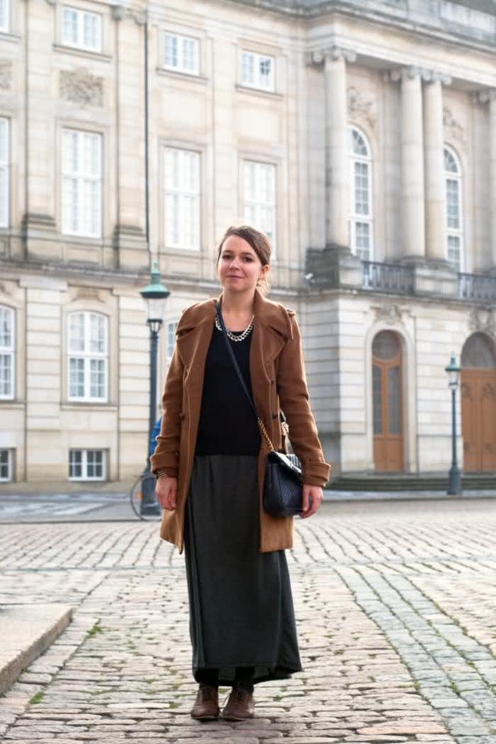 Skandinavishe-Mode-Frau-braun-mantel-lange-damenrock