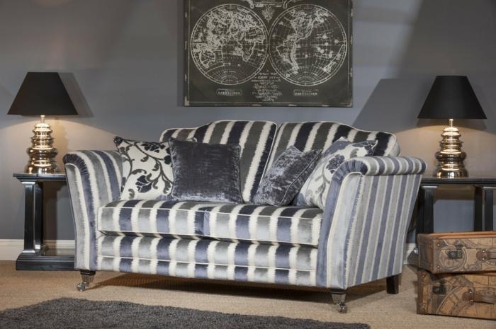 Sofa-Streifen-graue-Nuancen-Kissen-Plüsch-vintage-Interieur
