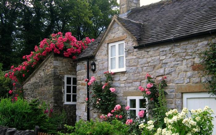 Steinhaus-großartig-aristokratisch-Garten-englisches-Vorbild-Rosen