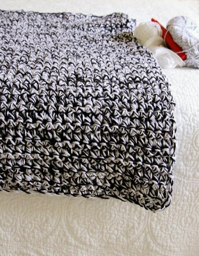 Tagesdecke-gestrickte-Schlafdecke-romantisch-handgemacht-schön
