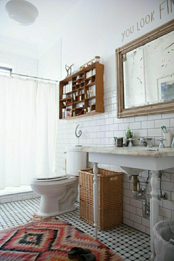 Teppich-Badezimmer-mit-rot-weiß-Kachel-Badewanne-resized