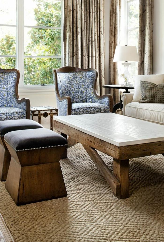 Texas-Wohnung-stilvolles-Wohnzimmer-aristokratische-Sessel-couchtisch-mit-Hocker