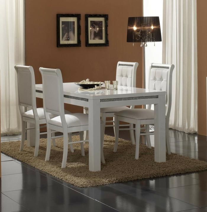 Tisch-mit-Stühlen-bilder-stehlampe-braun