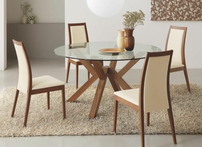 Tisch-mit-Stühlen-cremig-holz-glas