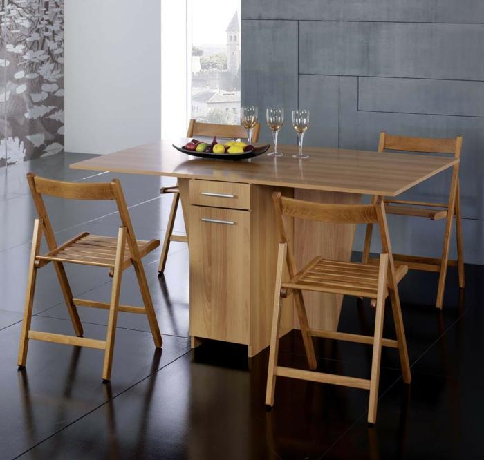 Tisch-mit-Stühlen-drei-glas