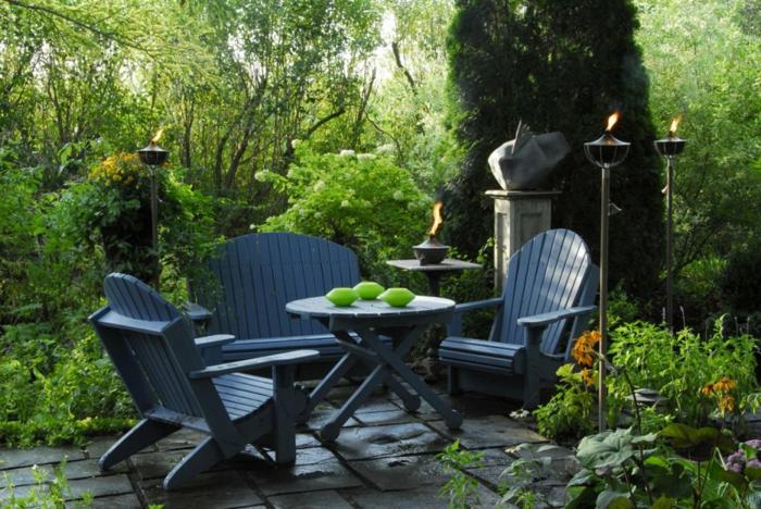 Tisch-mit-Stühlen-für-terrasse-garten