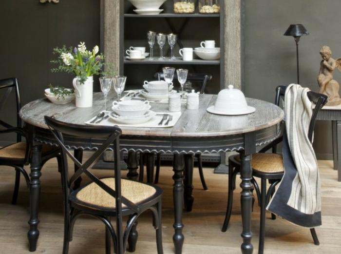 Tisch-mit-Stühlen-geschirr-retro