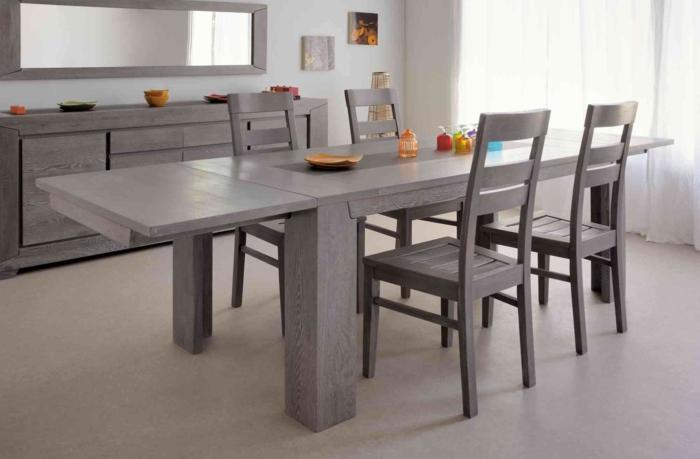Tisch-mit-Stühlen-grau-kommode-spiegel