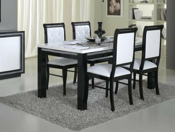 Tisch-mit-Stühlen-grau-weich-Teppich