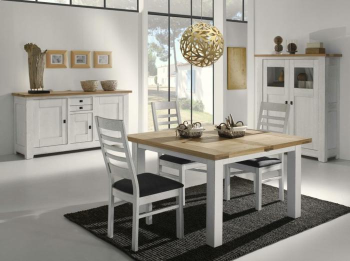 Tisch-mit-Stühlen-hängelampe-schwarz