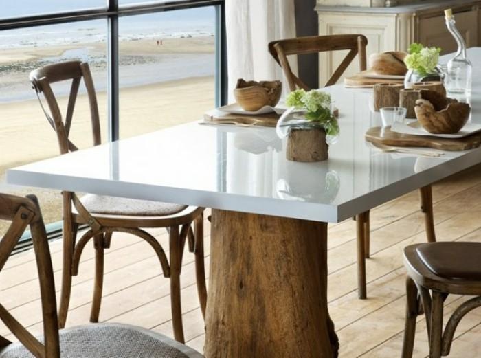 Tisch-mit-Stühlen-holz-glanz-optik